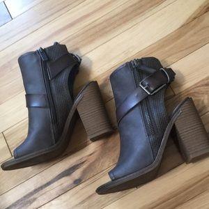 Dolce Vita Chunky Heels 👠